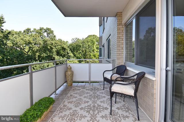 Beautiful balcony - 2801 NEW MEXICO AVE NW #808, WASHINGTON