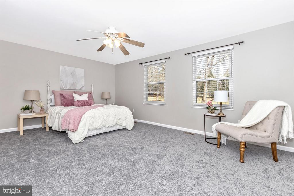 MASTER BEDROOM W/ FRESH PAINT AND NEW CARPET - 19217 DEEP RUN CT, GERMANTOWN