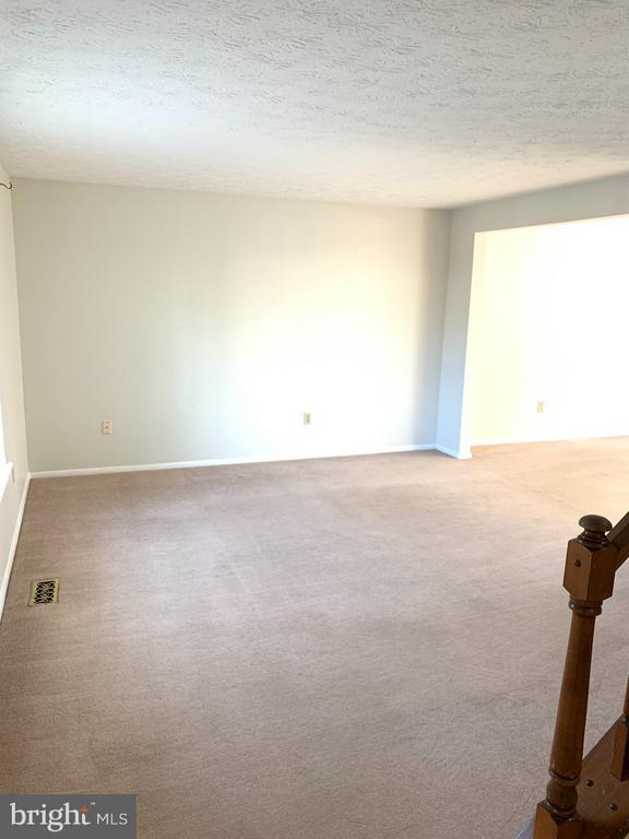 Main Level Living Room - 6152 MCLENDON CT, ALEXANDRIA
