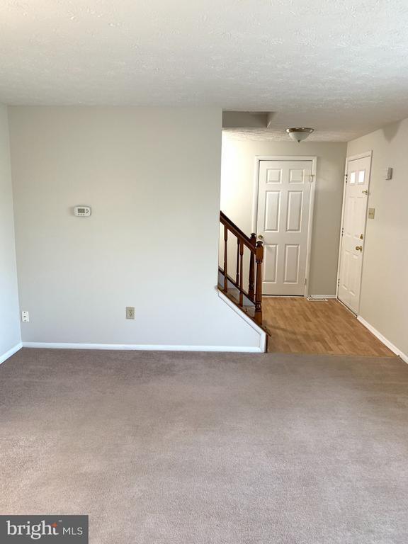 Front Living Room - 6152 MCLENDON CT, ALEXANDRIA