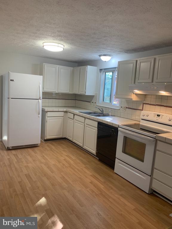 Kitchen - 6152 MCLENDON CT, ALEXANDRIA
