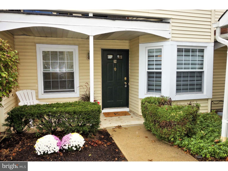 Enfamiljshus för Försäljning vid 62 MILL RUN W Hightstown, New Jersey 08520 Förenta staternaI/Runt: Hightstown Borough
