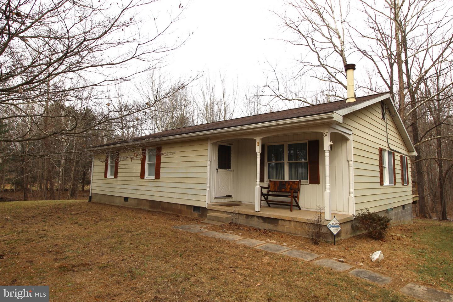 Single Family for Sale at 67 Waterside Ct Berkeley Springs, West Virginia 25411 United States