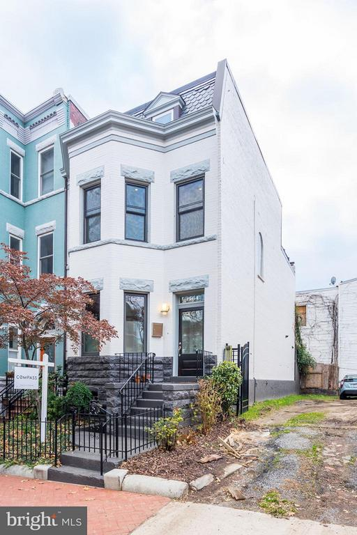 End Unit Victorian with expanded top level - 1964 2ND ST NW, WASHINGTON