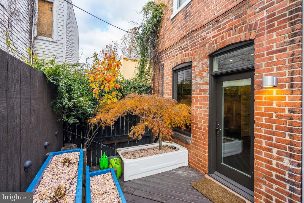 Private patio - 1964 2ND ST NW, WASHINGTON