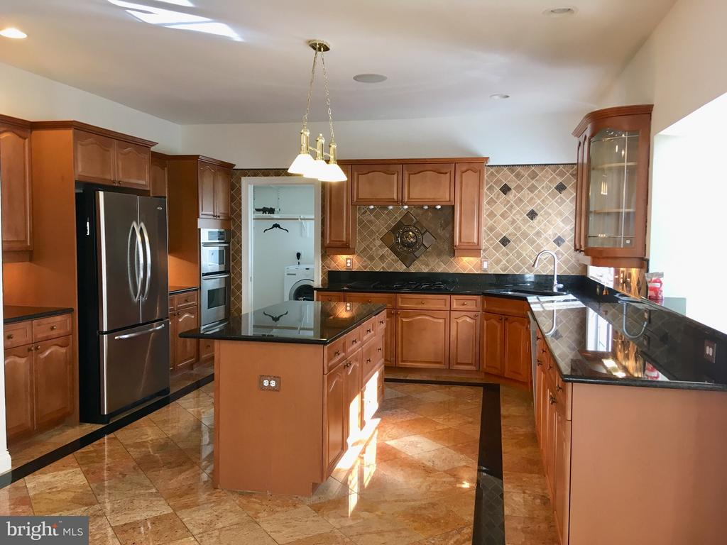 Cherry cabinets, granite, TV-Sound System - 13504 CLASSIC OAKS CT, MANASSAS