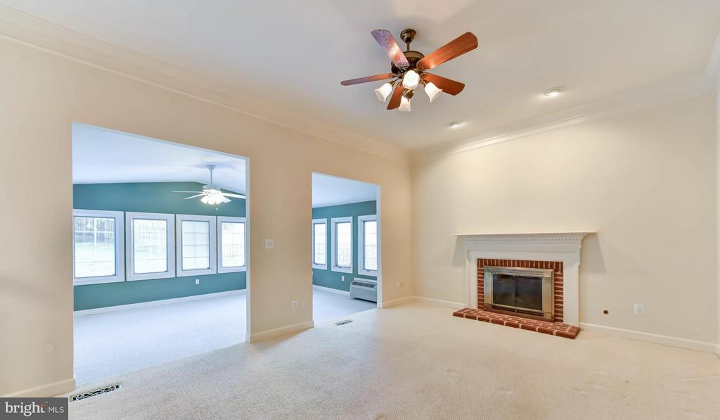 Family Room with fireplace - 8608 WOODLAND HEIGHTS CT, ALEXANDRIA