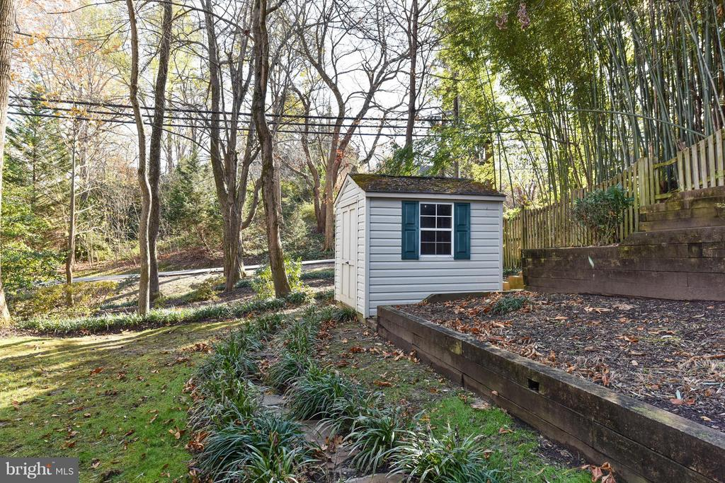 Shed - 8608 WOODLAND HEIGHTS CT, ALEXANDRIA