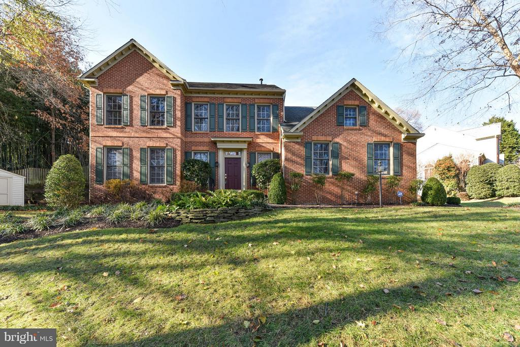 Beautiful Mt. Vernon colonial with 2 car garage - 8608 WOODLAND HEIGHTS CT, ALEXANDRIA