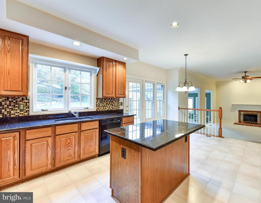 Kitchen opens to Family Room - 8608 WOODLAND HEIGHTS CT, ALEXANDRIA