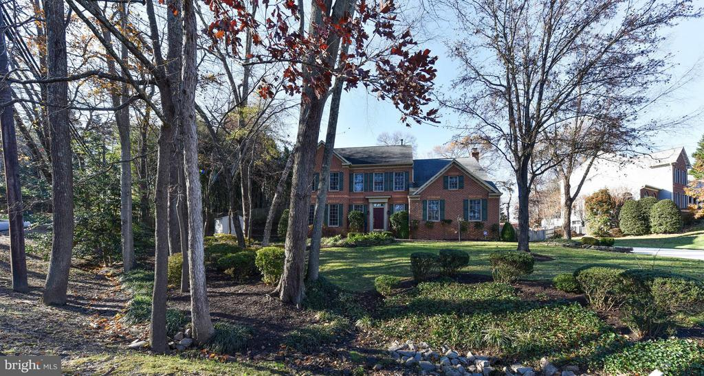 Wooded setting - 8608 WOODLAND HEIGHTS CT, ALEXANDRIA