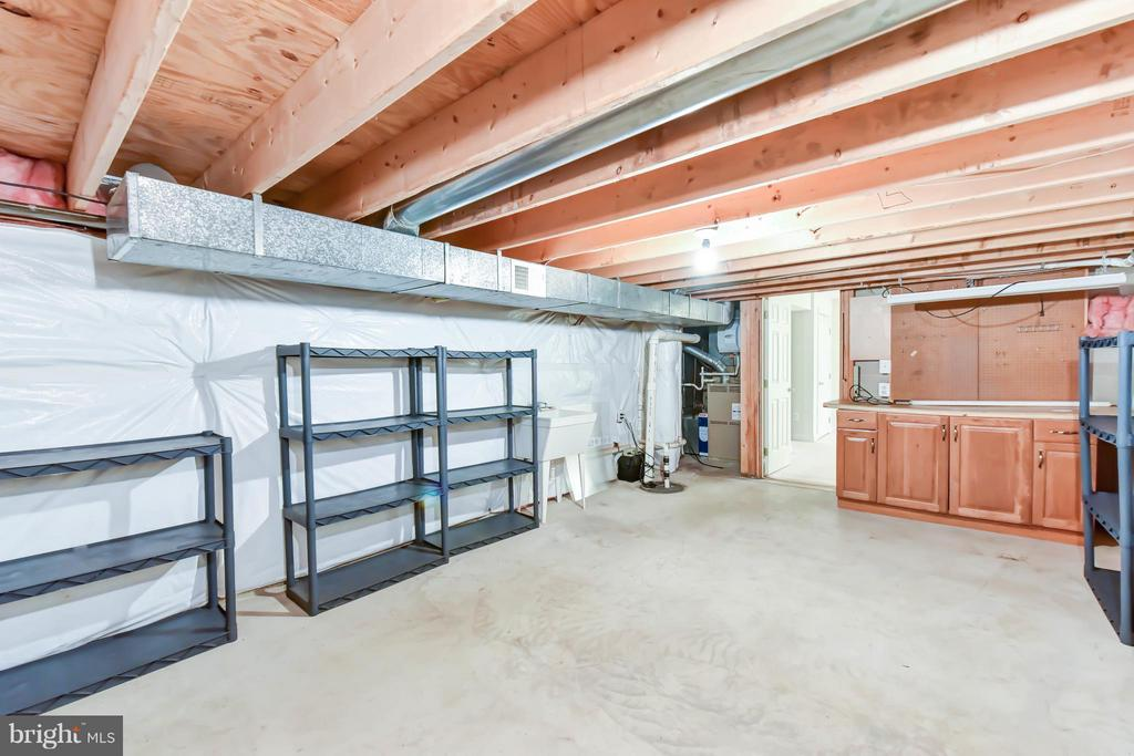 Great workshop and storage space - 8608 WOODLAND HEIGHTS CT, ALEXANDRIA