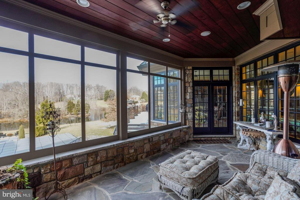 Screened Porch with Water Views - 626 PHILIP DIGGES DR, GREAT FALLS