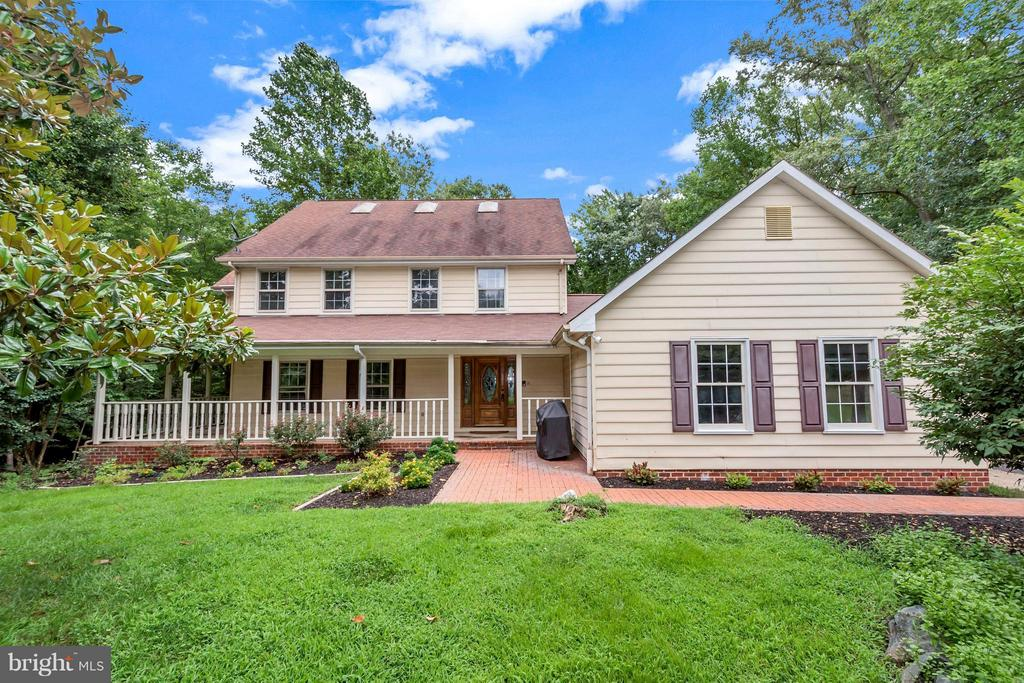 Custom colonial with 5,330 SF of finished space - 92 OLDE CONCORD RD, STAFFORD