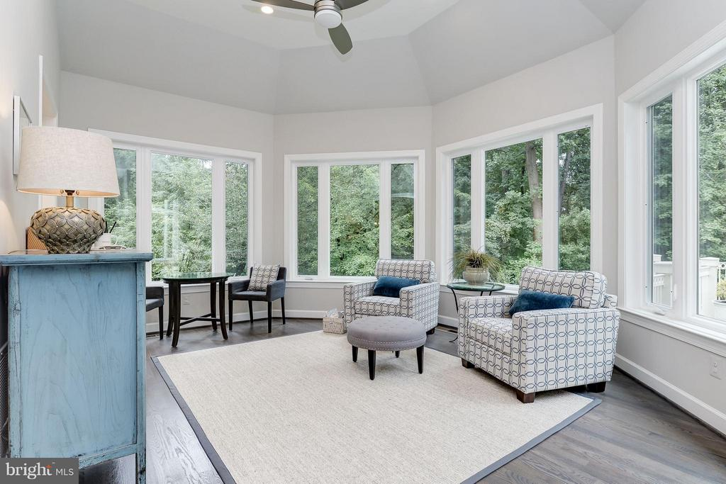 Sun room off gourmet kitchen - 2551 VALE RIDGE CT, OAKTON