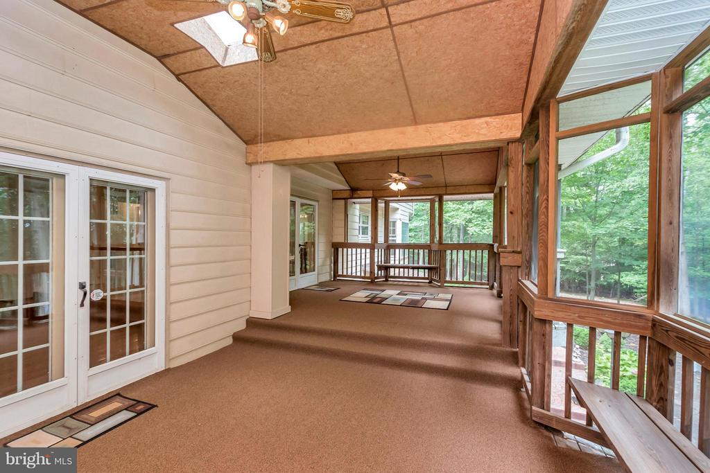Spacious screened-in porch for entertaining - 92 OLDE CONCORD RD, STAFFORD