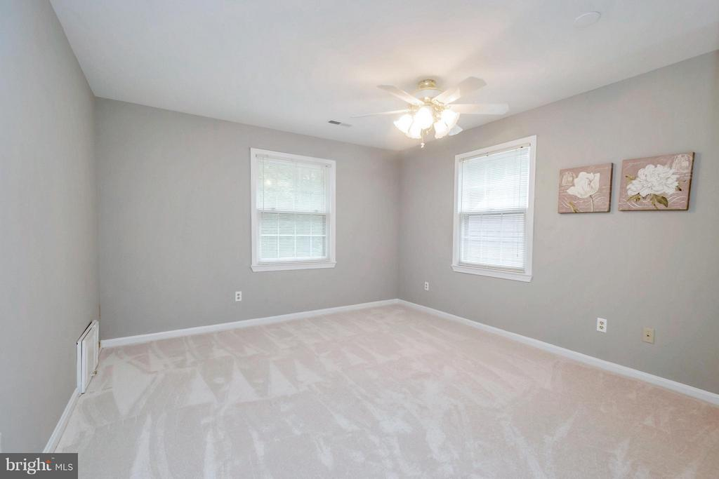 Bedrooms feature new paint/carpet, and light! - 92 OLDE CONCORD RD, STAFFORD