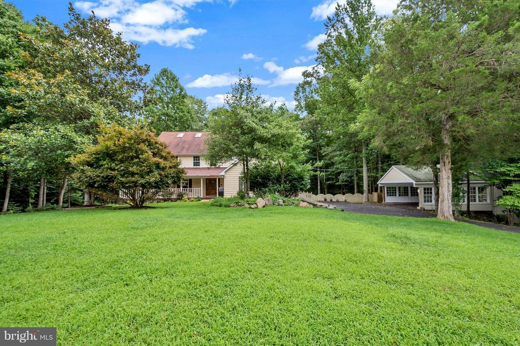 Home sits on over 8 acres on 2 subdivided lots - 92 OLDE CONCORD RD, STAFFORD