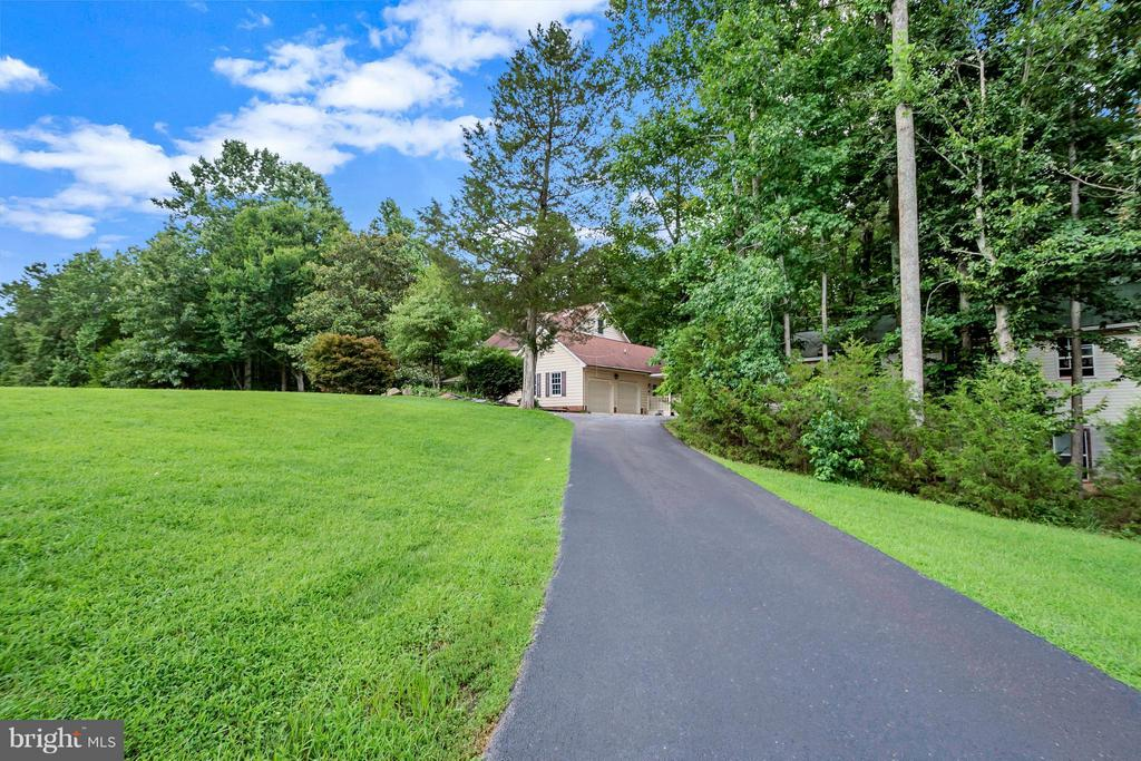 Home sits on over 8 acres - 92 OLDE CONCORD RD, STAFFORD