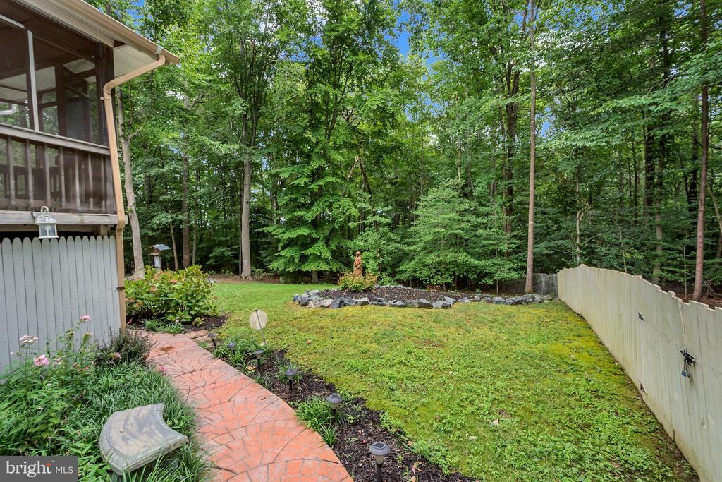 Landscaped yard that's partially fenced - 92 OLDE CONCORD RD, STAFFORD
