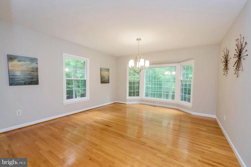 Spacious dining room with bay window - 92 OLDE CONCORD RD, STAFFORD