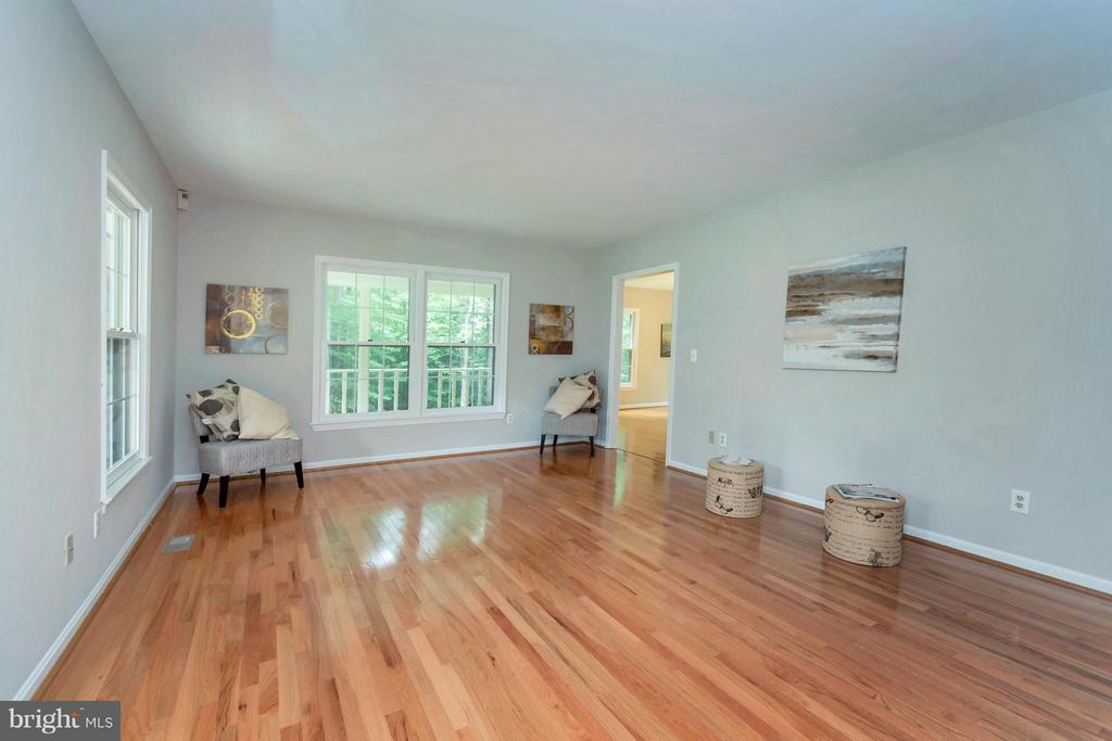 Living room with refinished floors and fresh paint - 92 OLDE CONCORD RD, STAFFORD