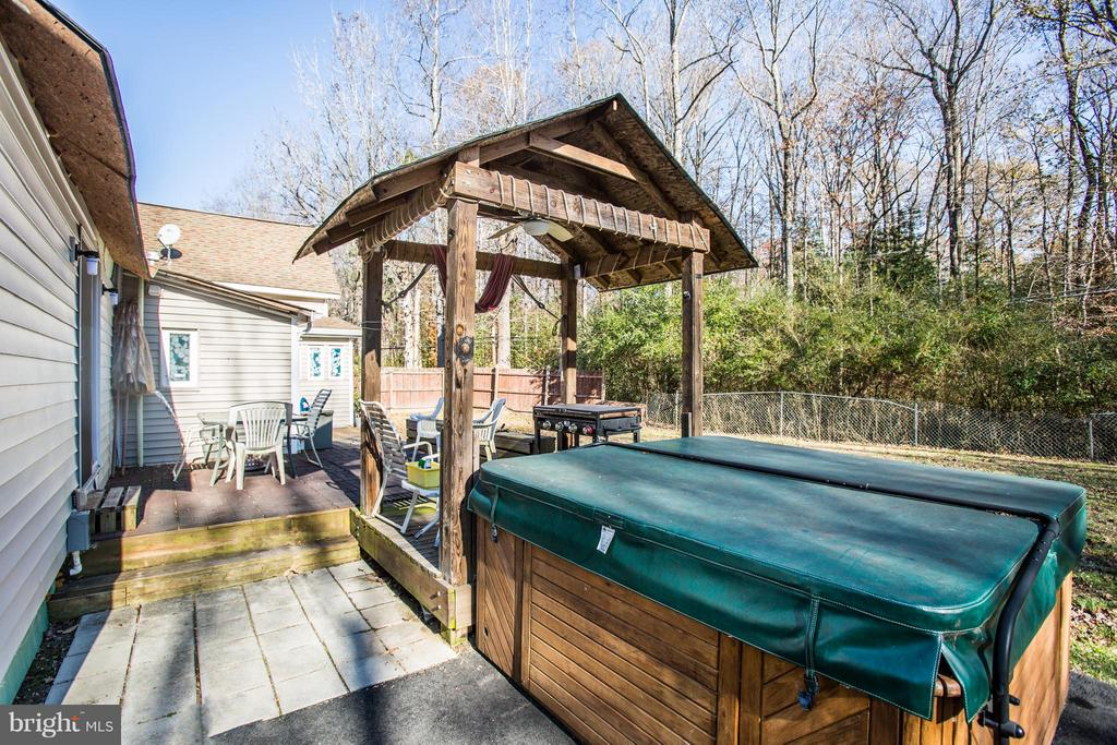 Hot Tub - 100 WOODSTOCK LN, STAFFORD