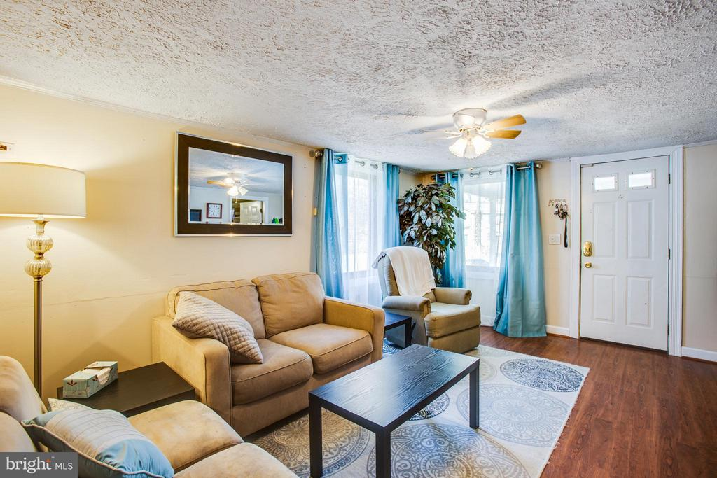 Living Room - 100 WOODSTOCK LN, STAFFORD
