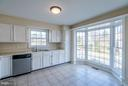 Bright Kitchen with Bay Window - 46869 RABBITRUN TER, STERLING