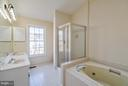 Dual Vanity, Tub & Shower in Master Bathroom - 46869 RABBITRUN TER, STERLING