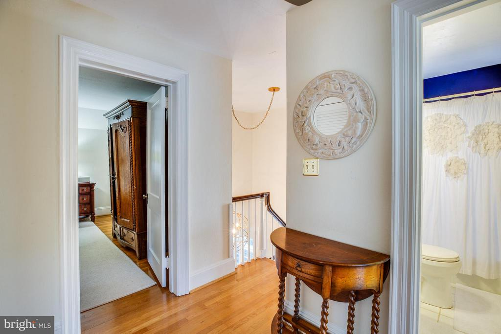 Second story hallway - 814 CORNELL ST, FREDERICKSBURG