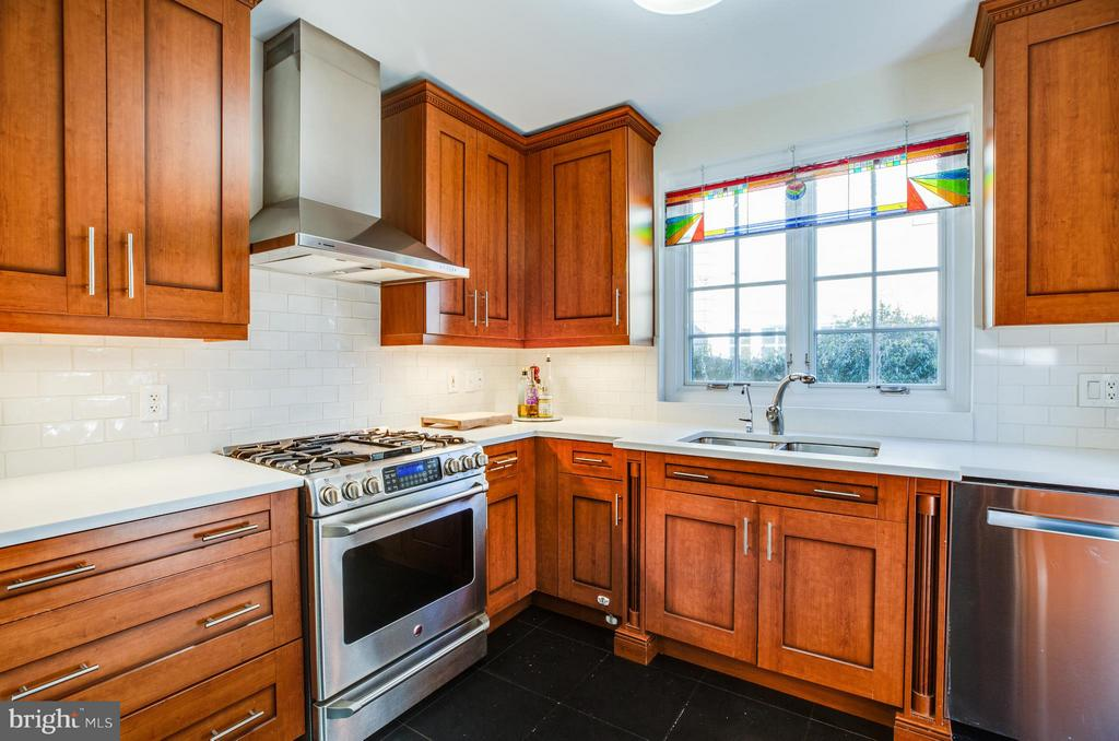 Kitchen with incredible storage - 814 CORNELL ST, FREDERICKSBURG