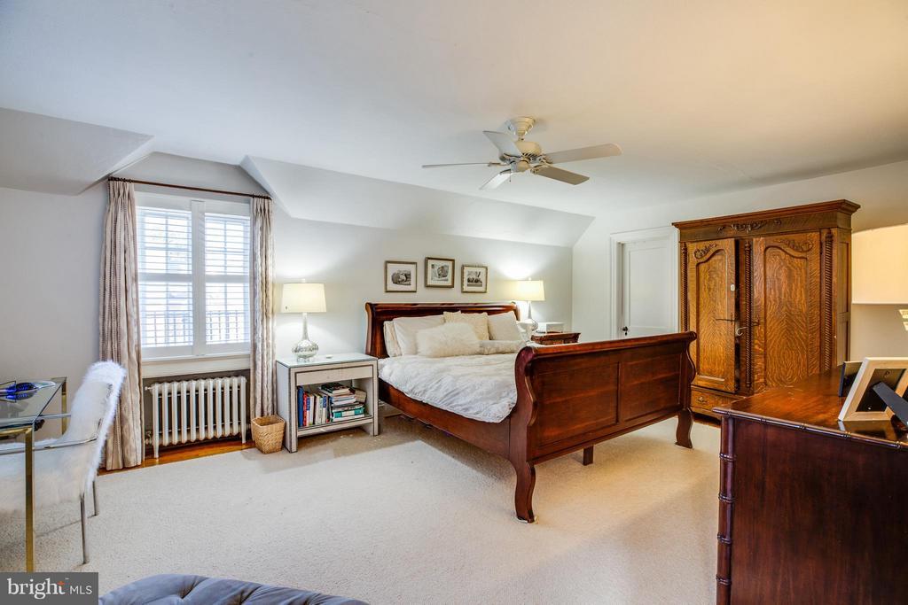 Master Bedroom - 814 CORNELL ST, FREDERICKSBURG
