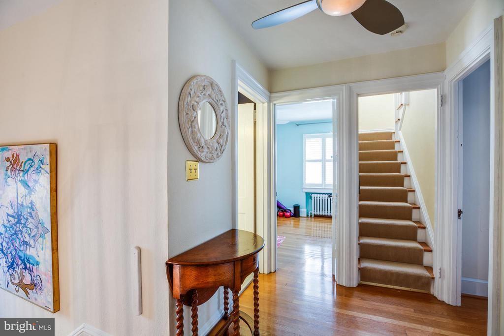 Stairs to upper level 2 Bedrooms and full bath - 814 CORNELL ST, FREDERICKSBURG