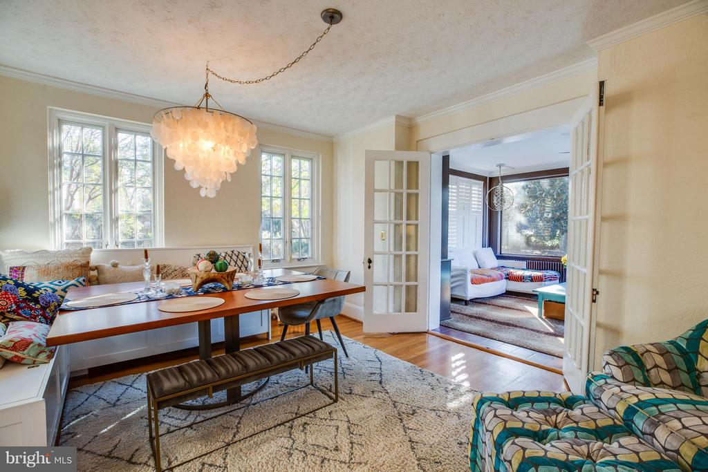 Dining room opens to fabulous sunroom - 814 CORNELL ST, FREDERICKSBURG
