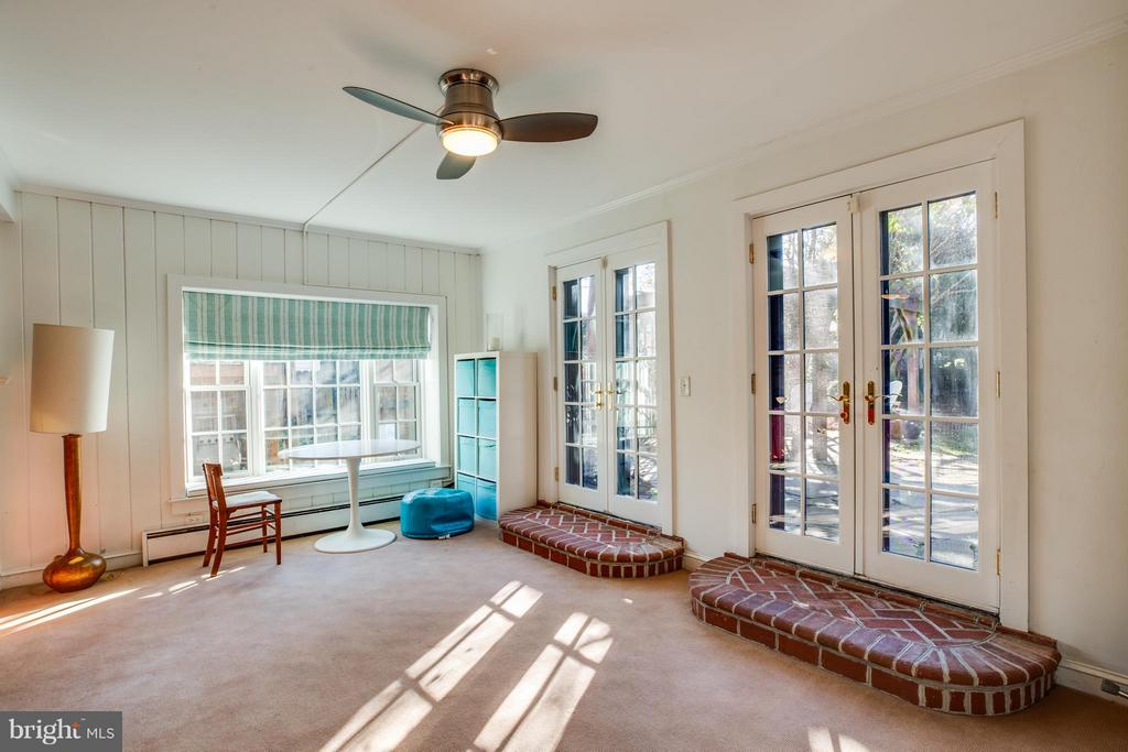 Family room with French doors to huge yard! - 814 CORNELL ST, FREDERICKSBURG