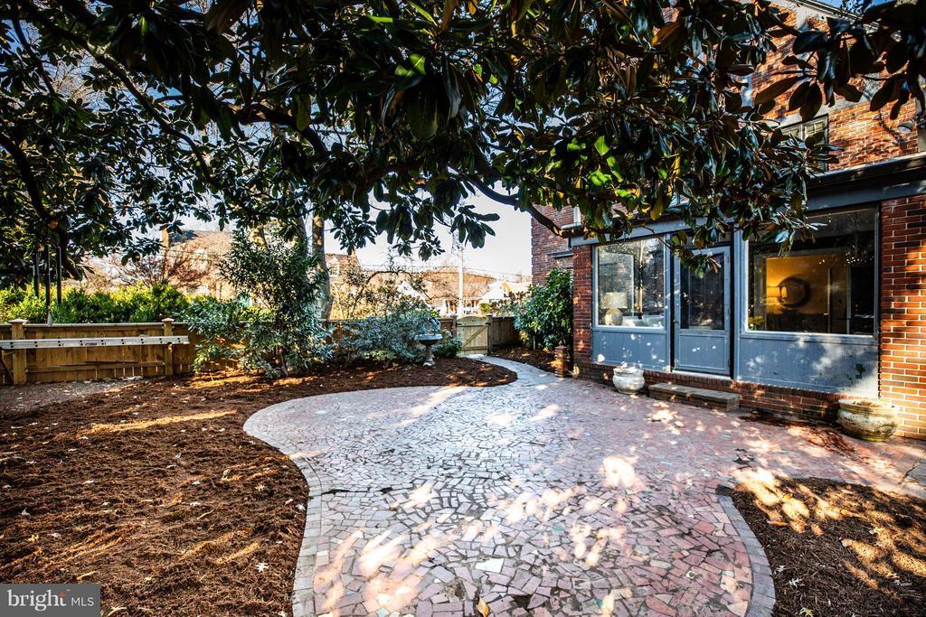 Sunroom and patio! - 814 CORNELL ST, FREDERICKSBURG