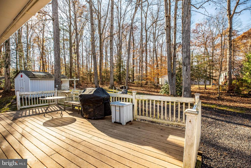 Large rear deck - 111 CONFEDERATE CIR, LOCUST GROVE