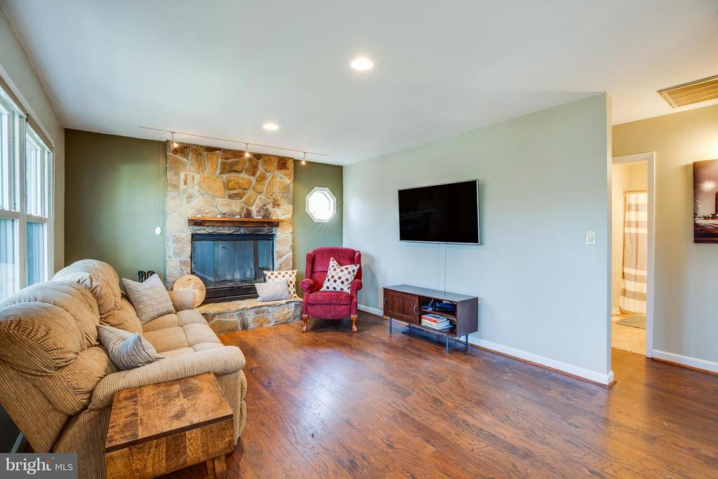 Living room w/ wood burning fireplace - 111 CONFEDERATE CIR, LOCUST GROVE