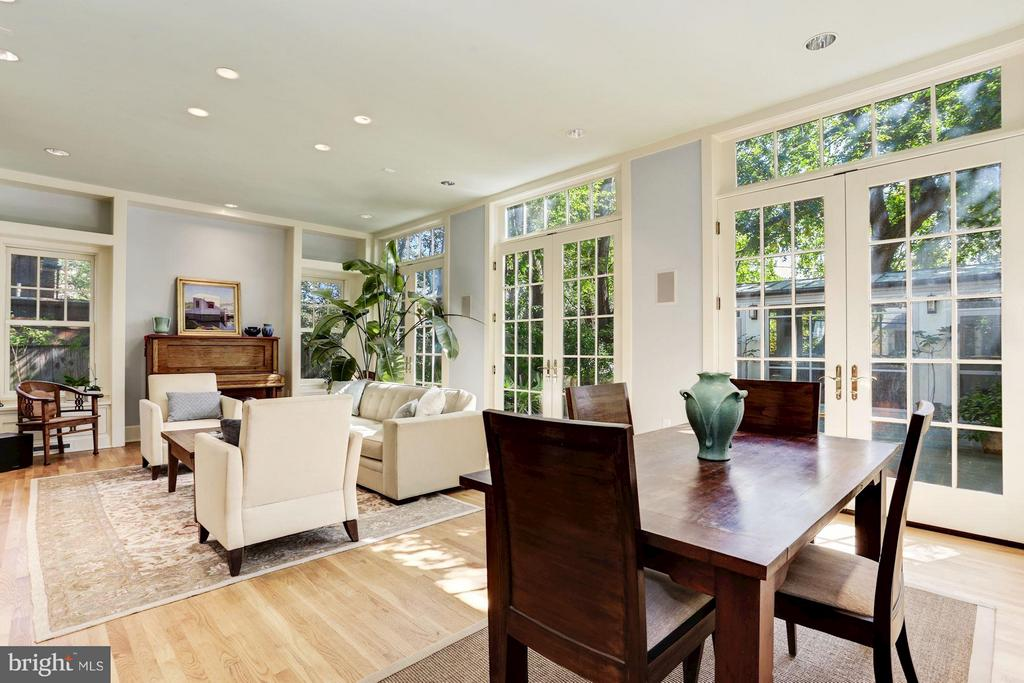 French Doors to private patio - 3822 LIVINGSTON ST NW, WASHINGTON
