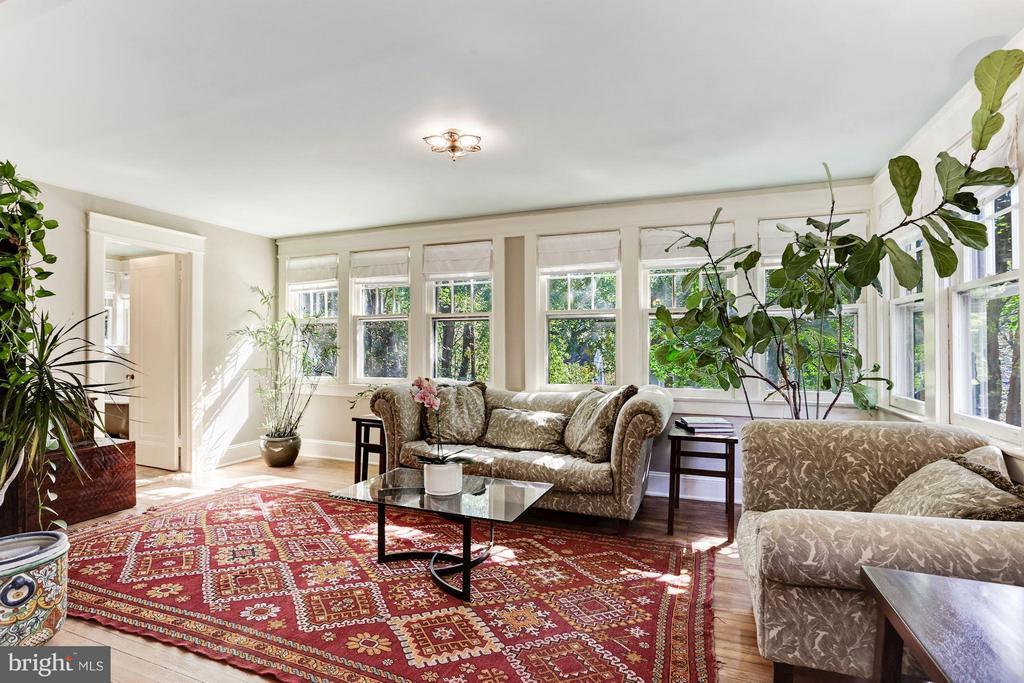 Sun-filled Master Sitting Room - 3822 LIVINGSTON ST NW, WASHINGTON