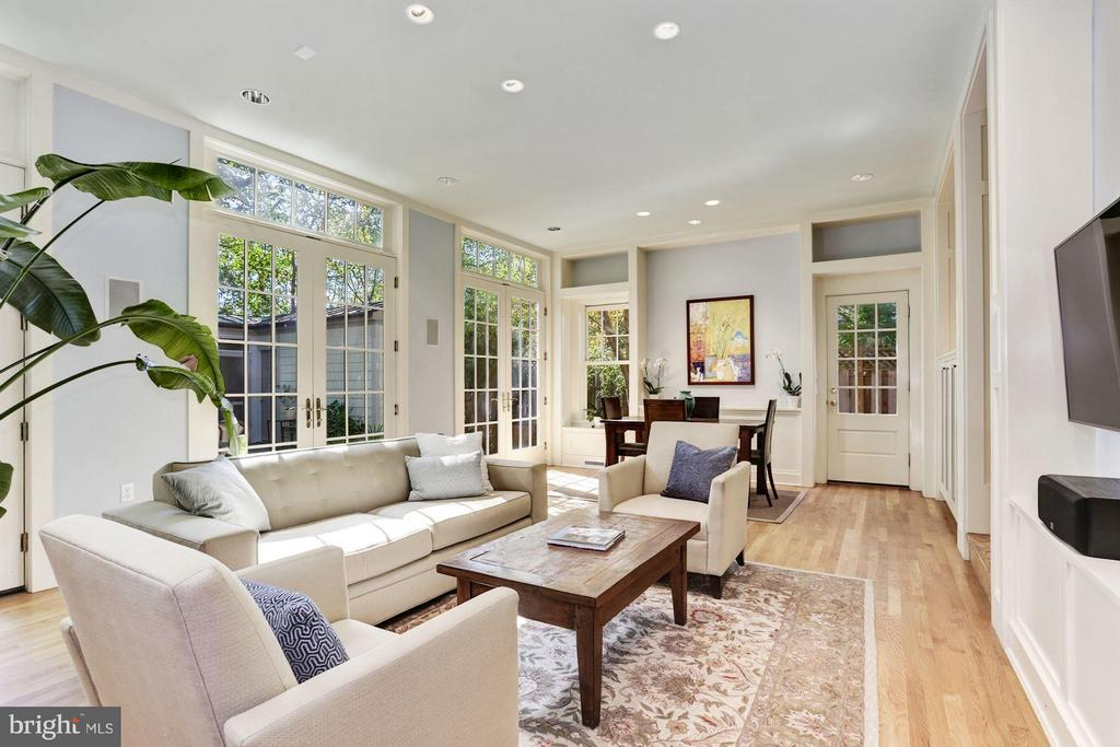 Gorgeous Family Room addition - 3822 LIVINGSTON ST NW, WASHINGTON