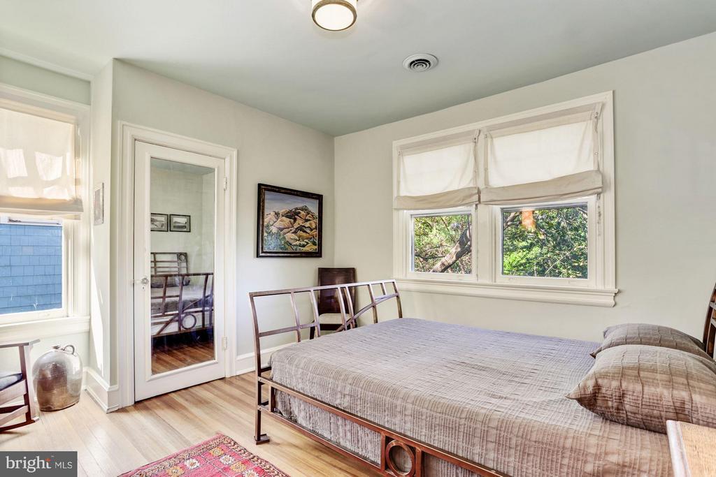 Guest room - 3822 LIVINGSTON ST NW, WASHINGTON