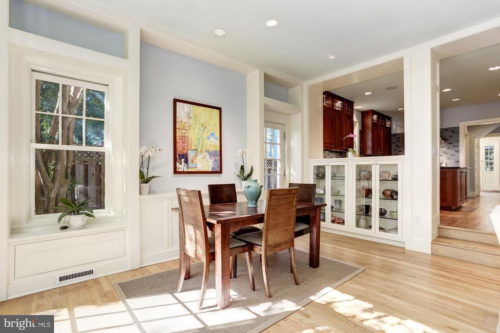 Open Floor Plan perfect for entertaining - 3822 LIVINGSTON ST NW, WASHINGTON
