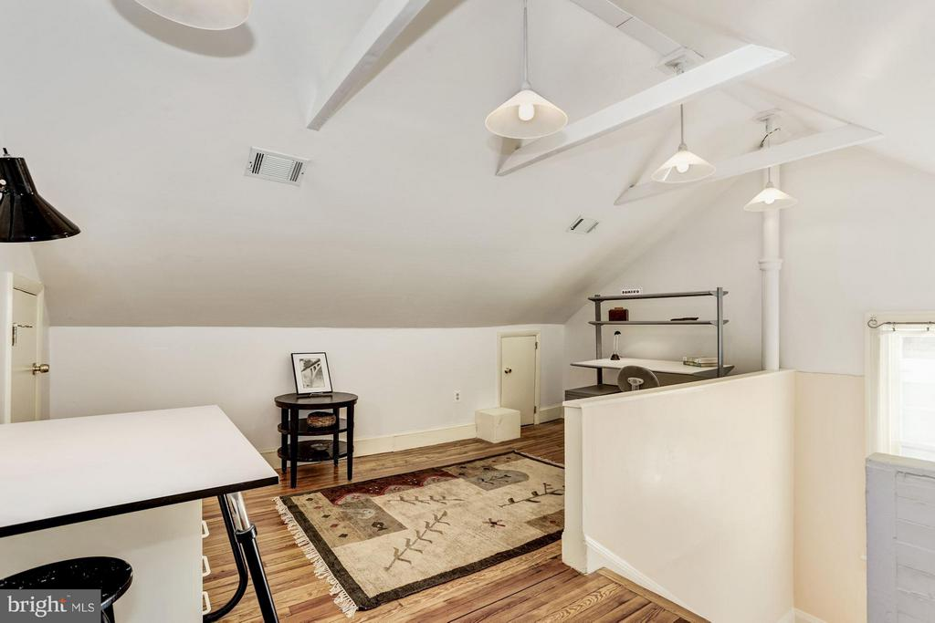 Use as an office or study - 3822 LIVINGSTON ST NW, WASHINGTON
