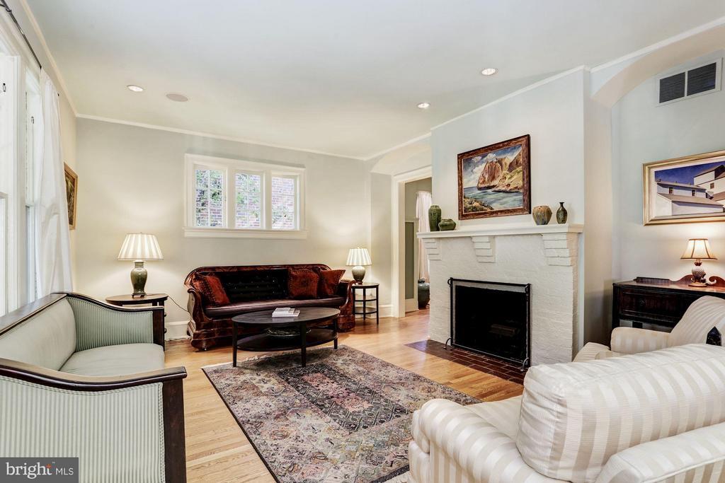 Living Room - 3822 LIVINGSTON ST NW, WASHINGTON