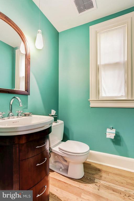 main floor half bath - 3822 LIVINGSTON ST NW, WASHINGTON