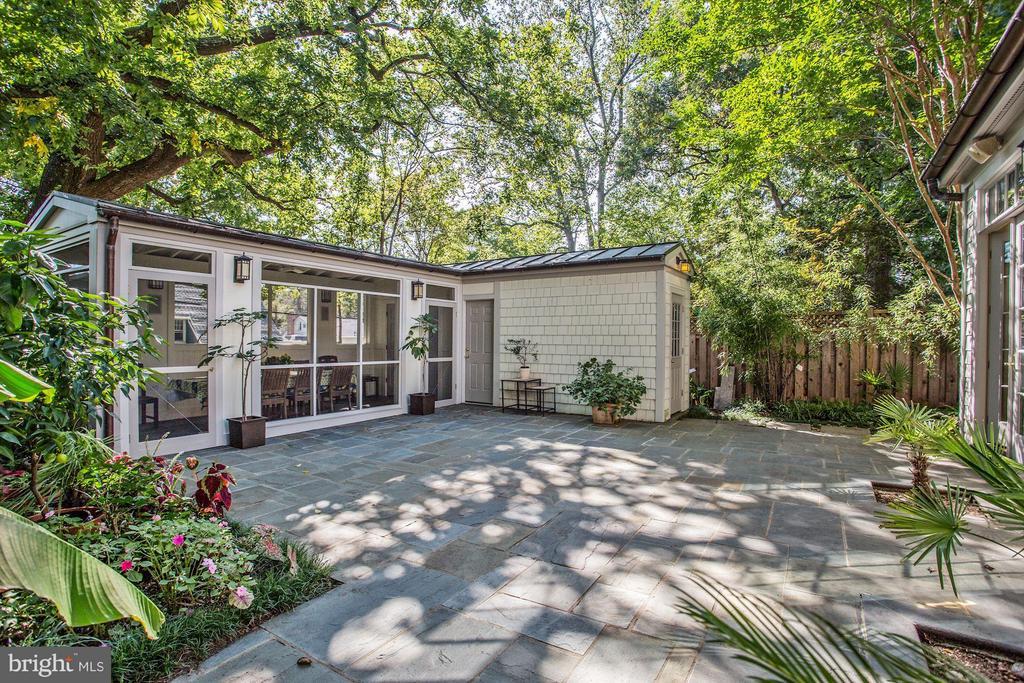 Private Terrace - 3822 LIVINGSTON ST NW, WASHINGTON