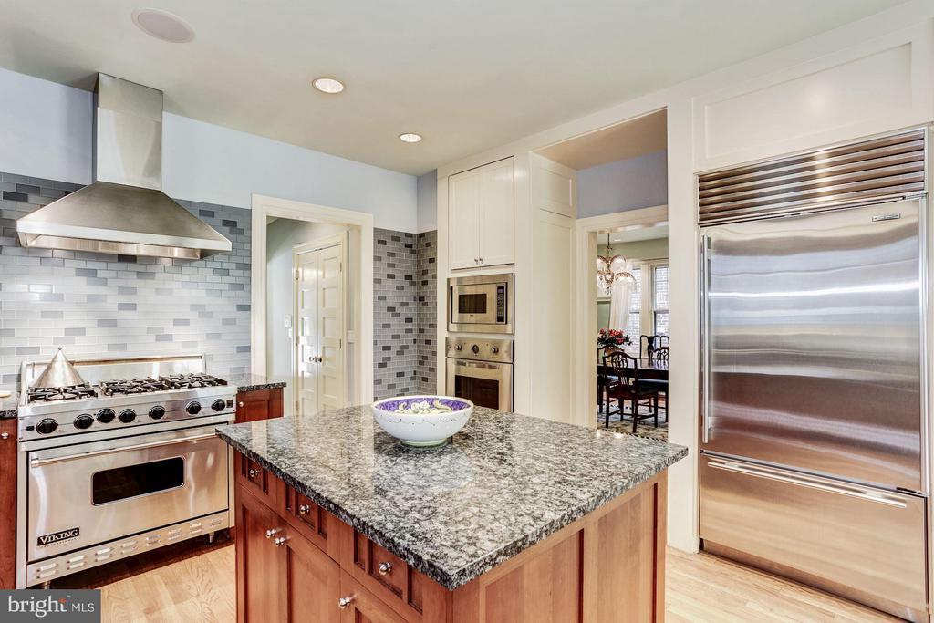 Viking and Sub Zero appliances - 3822 LIVINGSTON ST NW, WASHINGTON