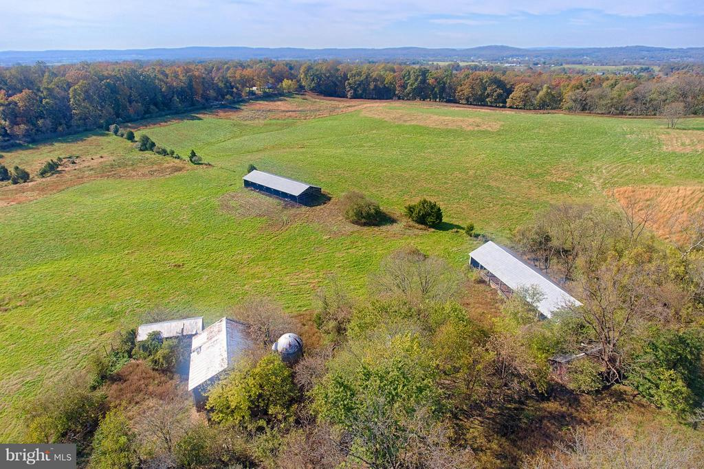 Large Pole Barn and Concrete Block Barn - 43660 SPINKS FERRY RD, LEESBURG